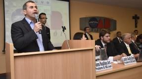 Felipe caminha em Jurujuba e prossegue rotina de debates