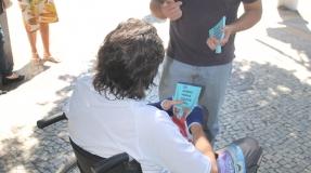 Felipe Peixoto inicia semana com panfletagens no Centro e em Icaraí